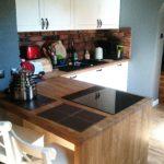 kuchnia z drewnianym dębowym blatem