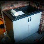 szary połysk lakier kuchnia zlew kuchenny czarny szafka kuchenna